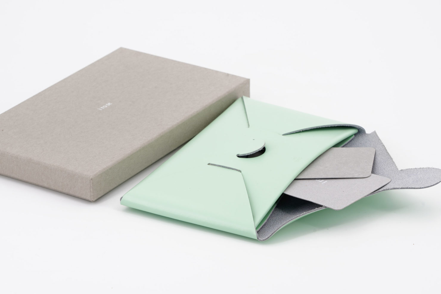 SEAMLESS LONG WALLET MINT