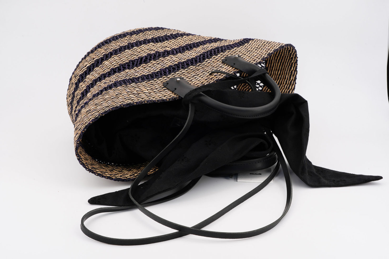 LAUREN FLOR STRAW BAG WITH REMOVABLE POUCH OPEN MUUN
