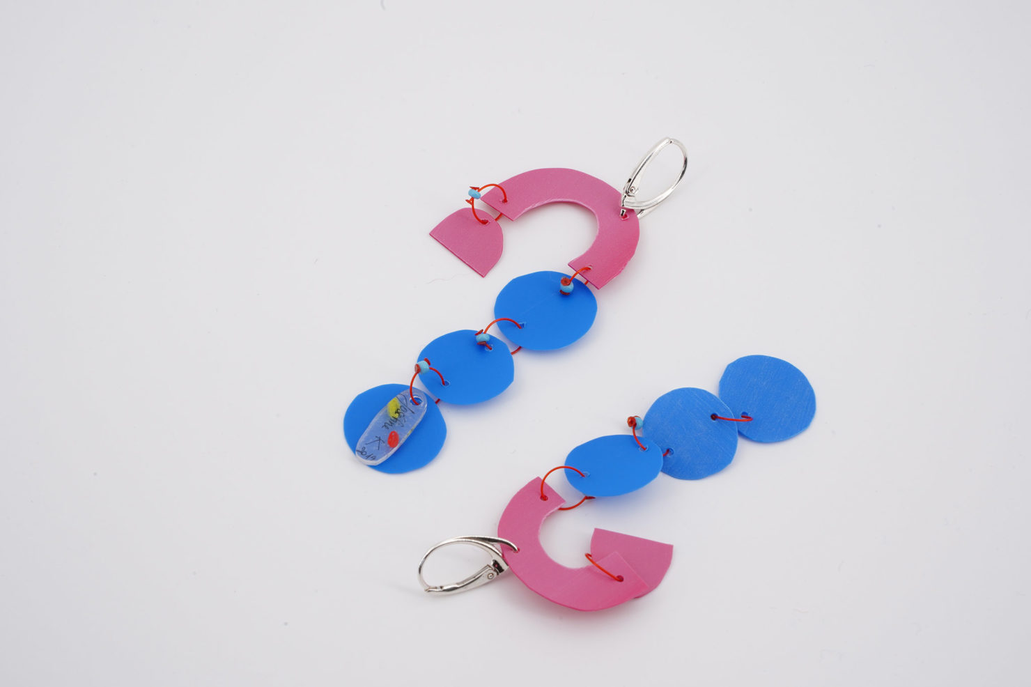 HANDMADE EARRINGS WITH CUTTED RECYCLED PLASTIC-BLUE BUBBLES