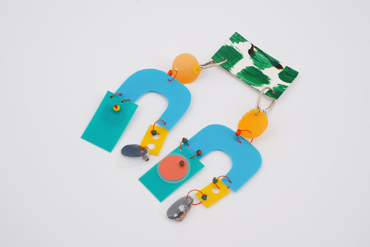 HANDMADE EARRINGS WITH CUTTED RECYCLED PLASTIC-CARRY ON