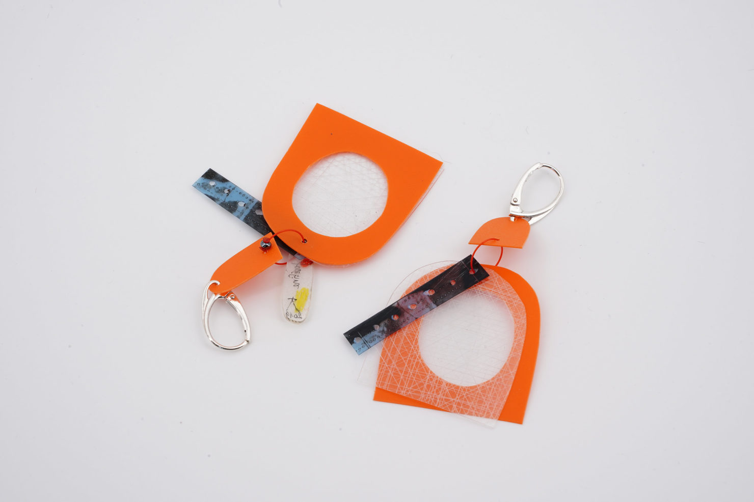 HANDMADE EARRINGS WITH CUTTED RECYCLED PLASTIC-HOPS