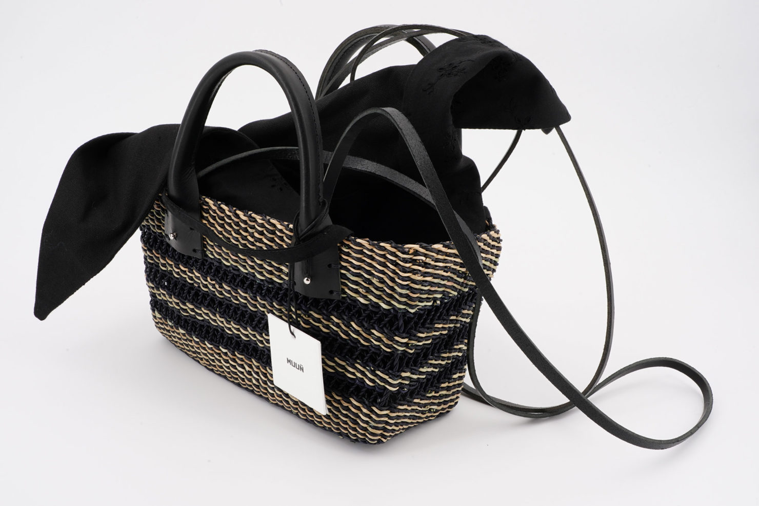 MINI CARRIE FLOR STRAW BAG WITH REMOVABLE POUCH MUUN OPEN