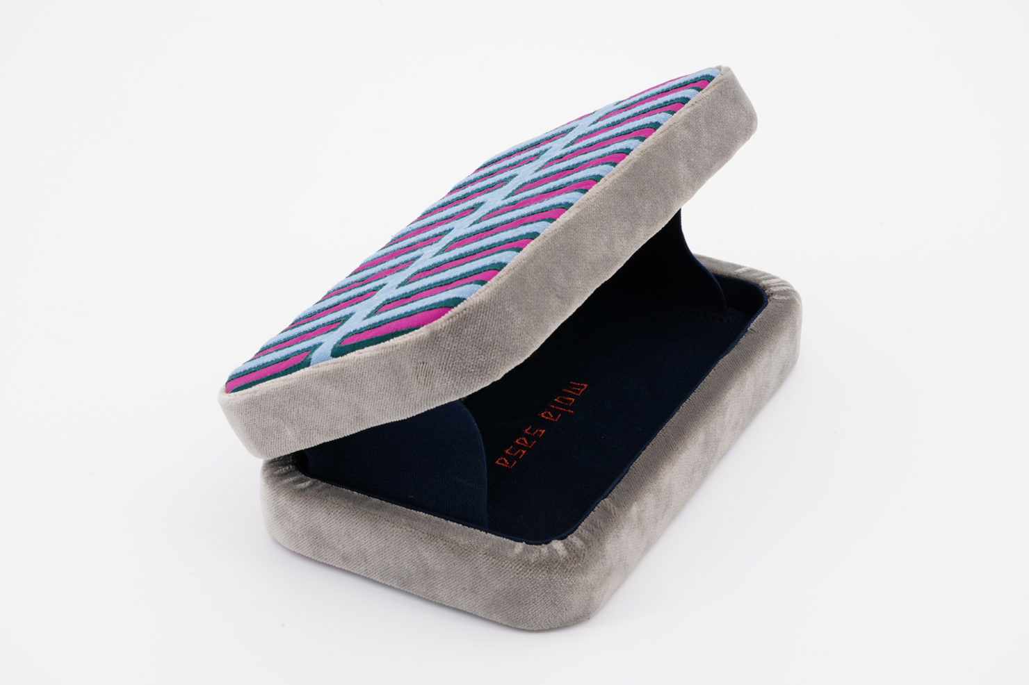 VARIATIONS IN BLUE BOX CLUTCH CLUTCH OPEN MOLA SASA