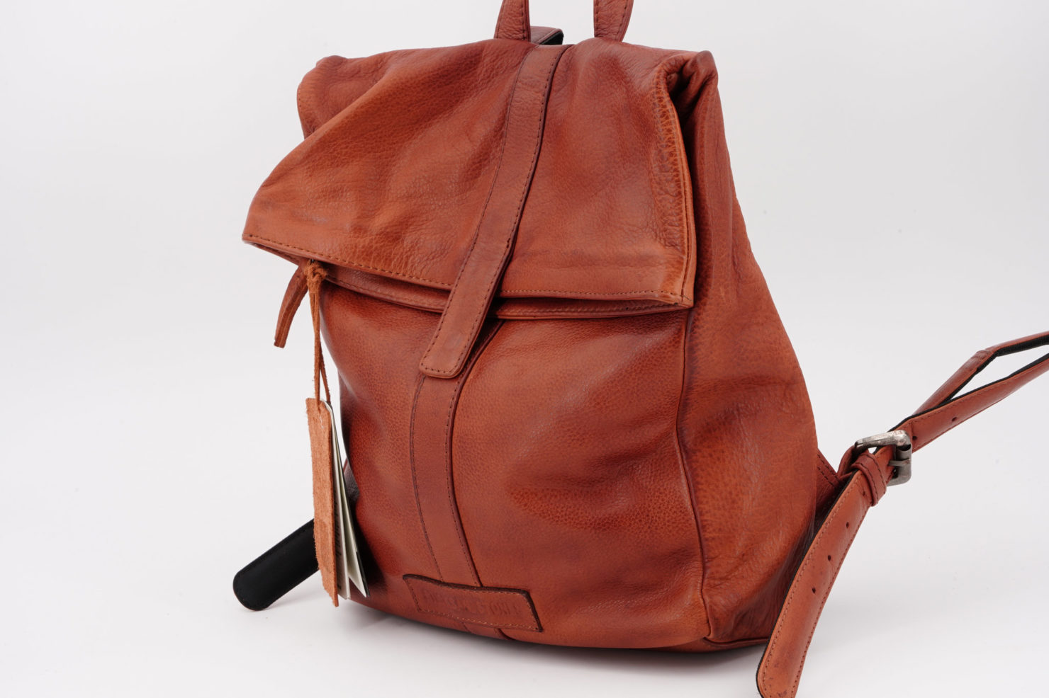 COURIER BACKPACK - COW VEGETABLE TAN MUSTANG BROWN - STICKSANDSTONES