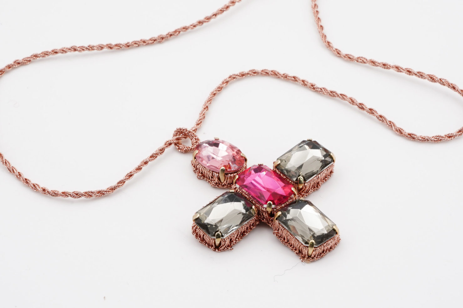 GOLD STRING + PINK/GREY/FUCXIA CRISTAL ROOD NECKLACE - TMD BIJOUX