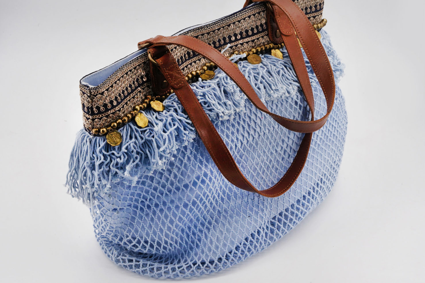 BAG NET, W/COINS LIGHT BLUE , LEATHER HANDLES - BY ROOM